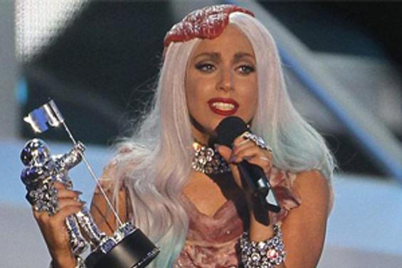 Lady Gaga geceye damgasını vurdu