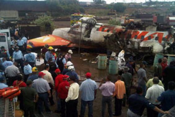 Venezuela'da uçak düştü: 15 ölü
