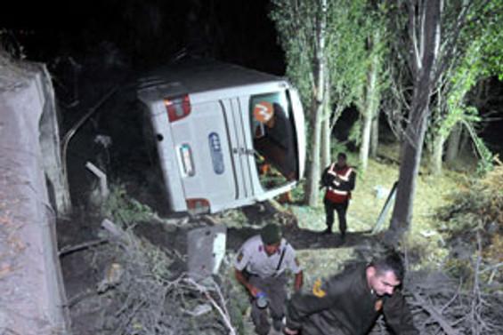 Nevşehir'de otobüs şarampole yuvarlandı
