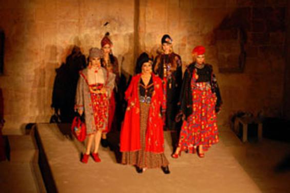 İpekçi'nin defilesi Mardin'de sergilendi