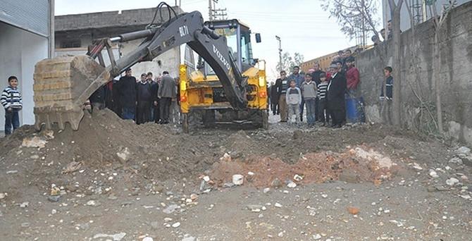Yüksekova'da kazılan hendekler kapatıldı