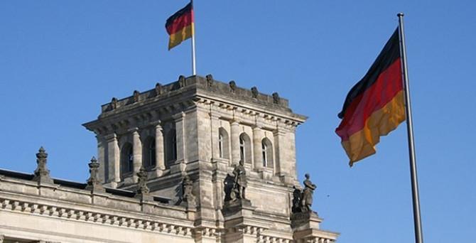Almanya'da hizmetler PMI yükseldi.