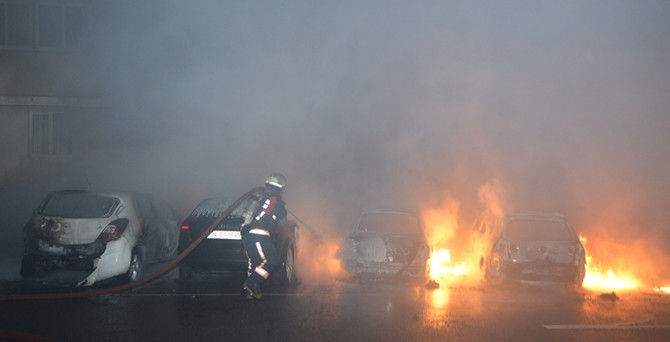 Ankara'da 7 otomobil kundaklandı