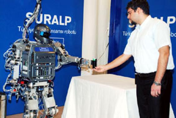 İlk Türk robot 'Suralp' sahnede