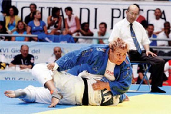 Judoda bir altın bir bronz madalya