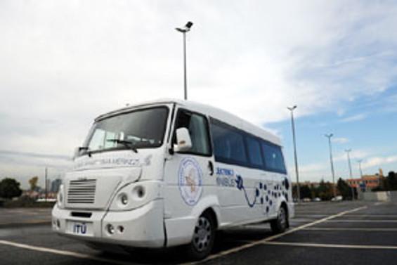Yerli elektrikli minibüs tanıtıldı