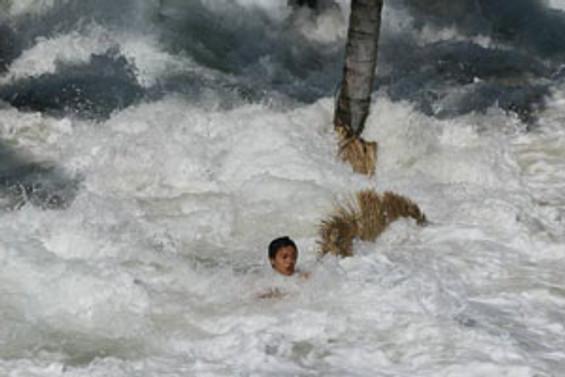 Tsunamiden kurtulanlar bulundu
