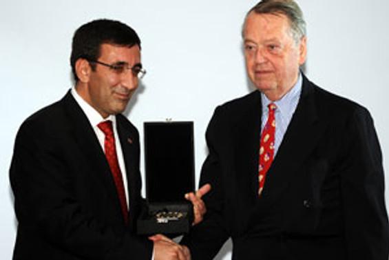 Dr. Oetker, TÜSİAD 'Dış Politika Ödülü'nü aldı