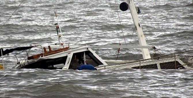 Balıkçı kayığı alabora oldu: 2 kayıp