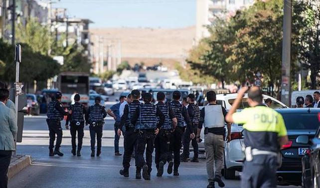 Gaziantep'te iki canlı bomba kendini patlattı: 3 şehit