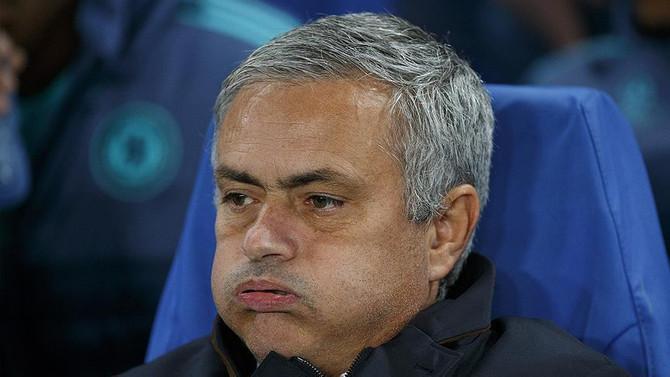 Mourinho, Louis van Gaal'ın gerisinde kaldı