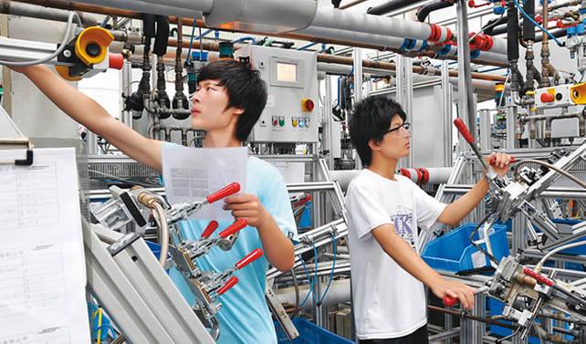 Çin'in imalat sektörü büyüdü