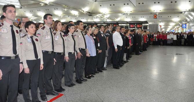 Atatürk Havalimanı'nda 2 dakika süreyle hayat durdu