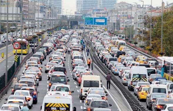 Trafiğe kayıtlı araç sayısı 807 bin arttı