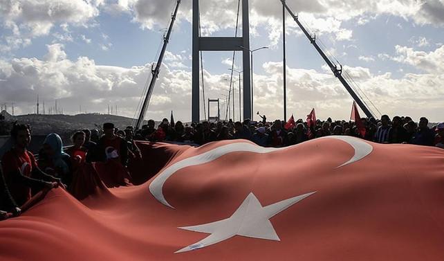 15 Temmuz Şehitler Köprüsü'nde 'Kahramanlar' için koştular