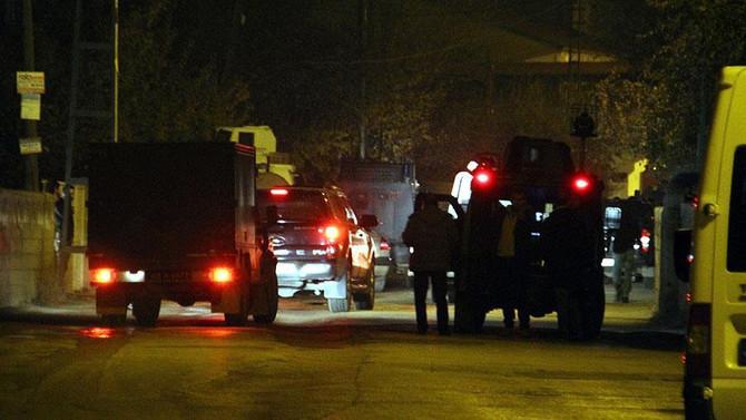 Van'da patlayıcı yüklü otomobil imha edildi