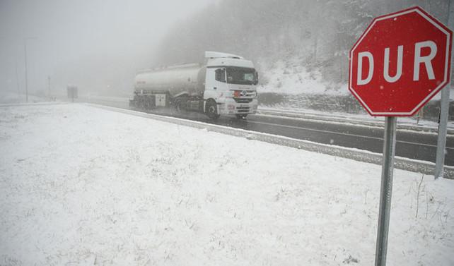 Ankara'da kar yağışı, İstanbul'a uyarı