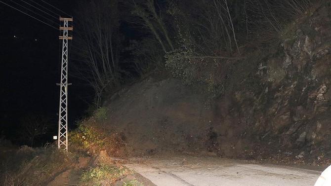 Kastamonu'da heyelan 13 köyü ulaşıma kapattı