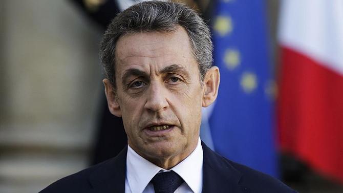 Sarkozy seçim yarışından elendi