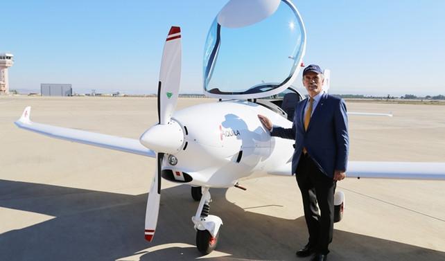 Aquila'nın ilk uçağı tanıtıldı