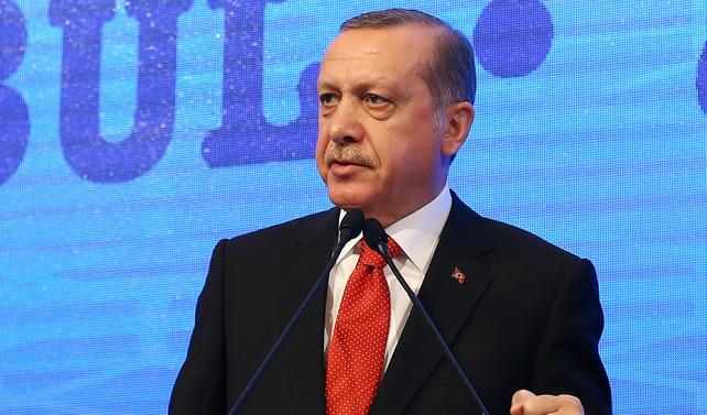 Erdoğan'dan MB'ye eleştiri: Tokadı ben yiyim, sefayı o sürsün