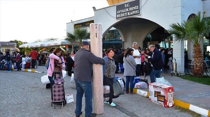 Ayvalık pazarına Yunan akını