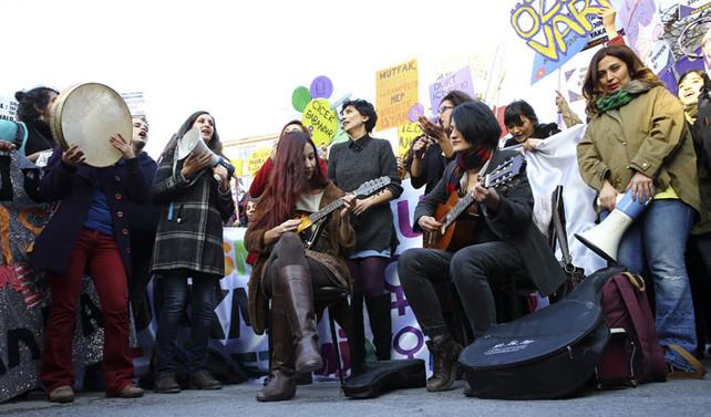 Kadına şiddet protestosuna müdahale
