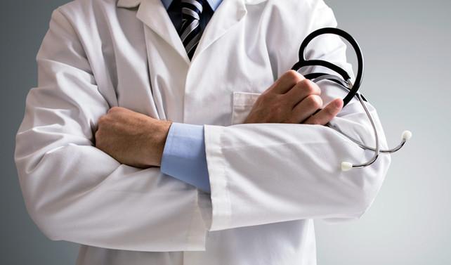 Doktorların askerlik süresi zorunlu hizmetten sayılacak