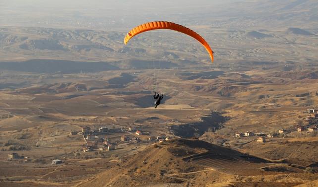 Kapadokya yamaç paraşütüyle şenlenecek