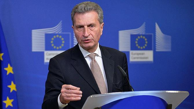 Oettinger 'gaflarından' dolayı özür diledi