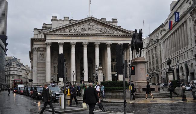 İngiltere Merkez Bankası'ndan 'borçlanma' uyarısı