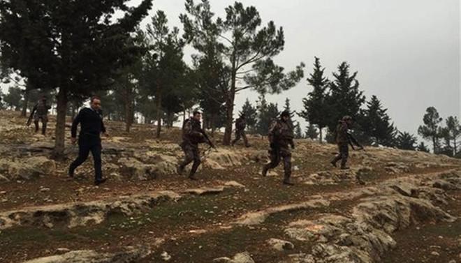 Teröristler polis aracına saldırdı