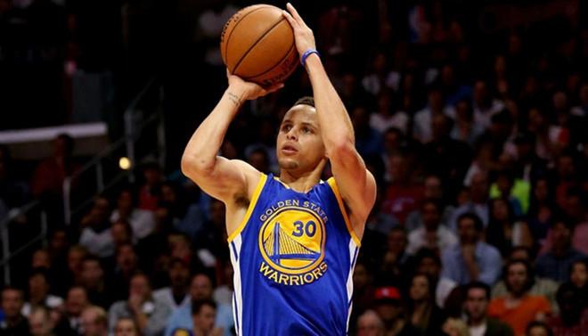 Curry'den üç sayı rekoru