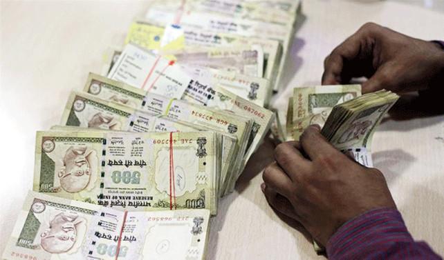 '500 ve bin rupilik banknotlar tedavülden kalktı'
