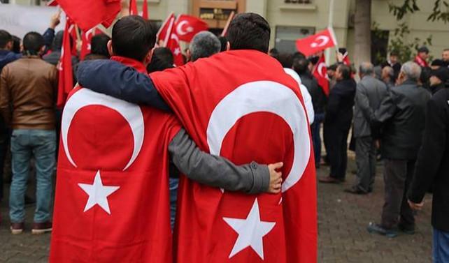 İstanbul'daki terör saldırısına meydanlardan tepki