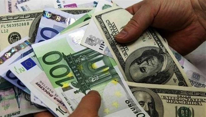 Dolar serbest piyasada 3,49'dan açıldı