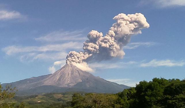 Meksika'da Colima Yanardağı patladı