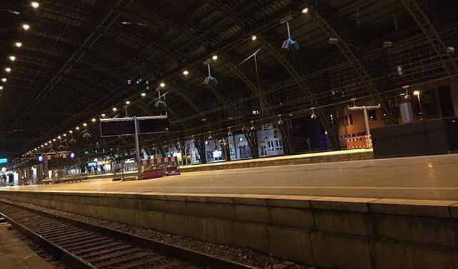 Köln merkez tren istasyonunda bomba alarmı