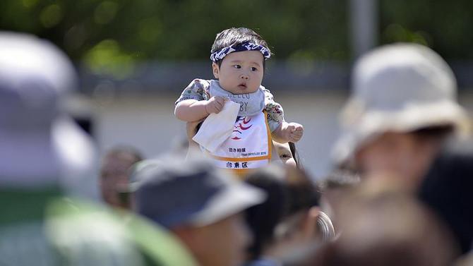 Japonya'da ilk kez bir milyondan az bebek doğdu