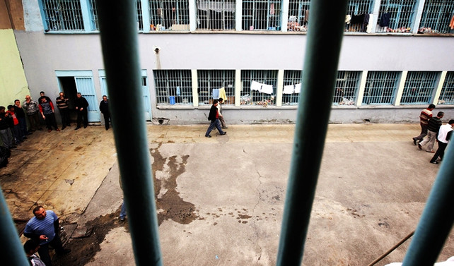 200 bin kişi cezaevinde