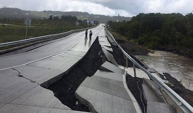 Şili'de 7,7 şiddetinde deprem