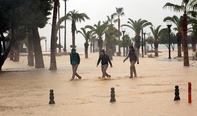 Mersin'de 'evden çıkmayın' uyarısı