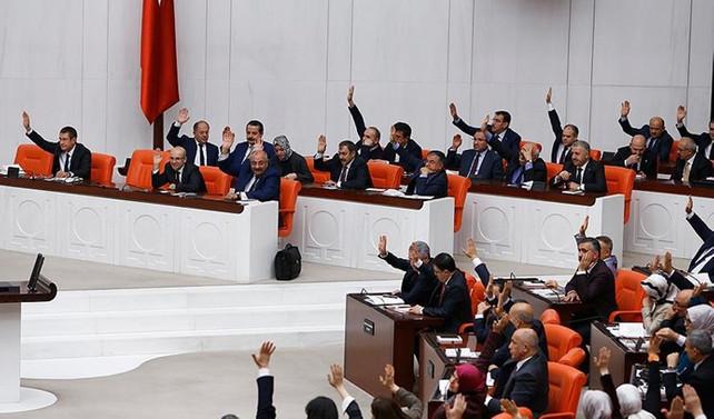 Anayasa değişikliği teklifi komisyonda kabul edildi