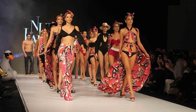 İzmir Fashion Week, genç tasarımcıları görücüye çıkardı
