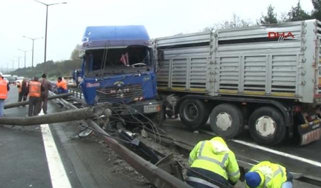 TIR kazası, TEM trafiği'ni felç etti