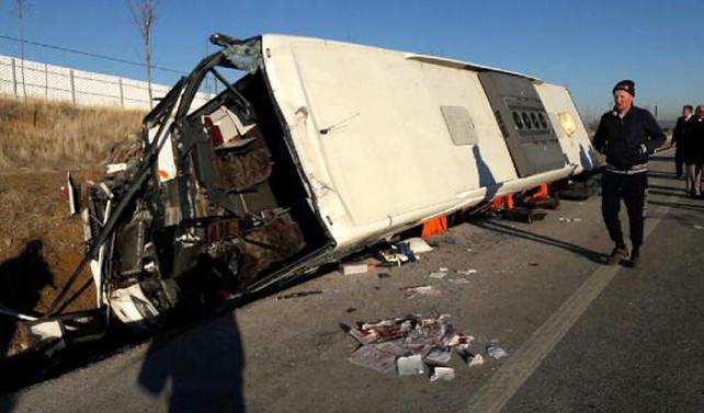 Afyon'da yolcu otobüsü devrildi