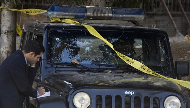 Kahire'de bombalı saldırı: 6 polis öldü