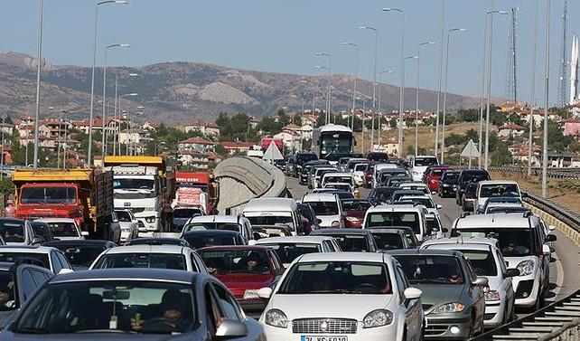 Dönüş trafiği sürüyor