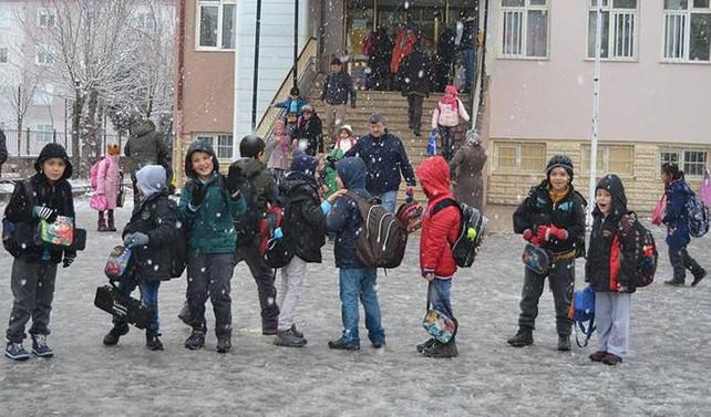 Buzlanma nedeniyle iki ilde okullar tatil edildi