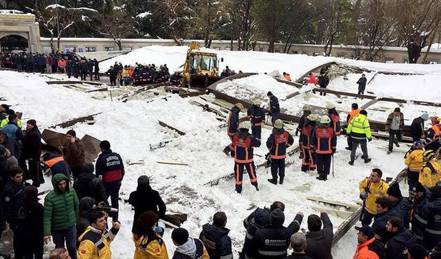 Ataköy'de caminin çatısı çöktü: 1 ölü